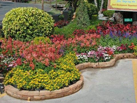 Кирпичные ограждения для цветников и клумб