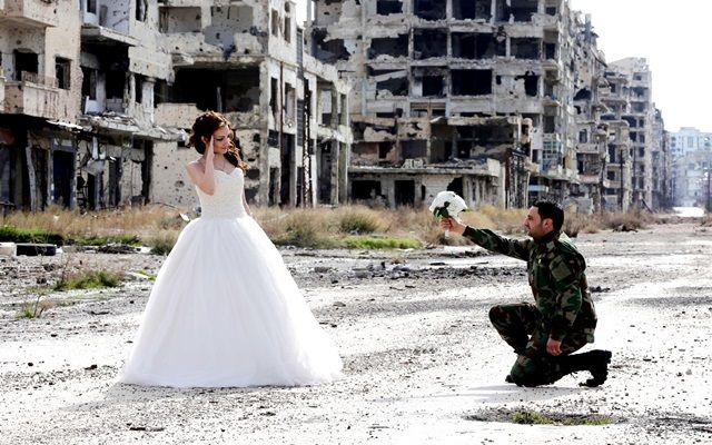 Η Αλήθεια: Ένας παραμυθένιος γάμος μέσα στα χαλάσματα της Συρ...