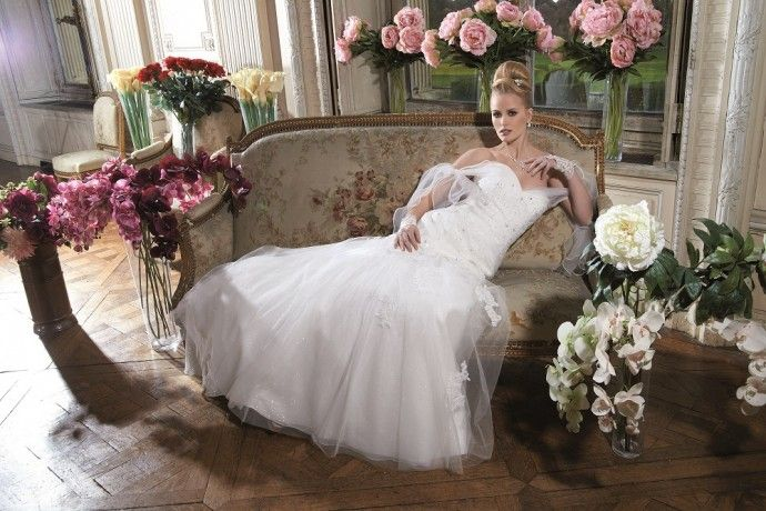 Tomy Mariage, collection 2015 : http://www.mariage.com/robes-de-mariee/tomy-mariage-collection-2015