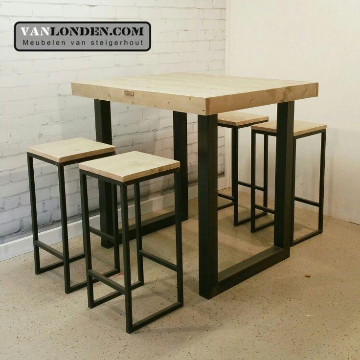 Krukken en hoge tafel met onderstel van staal en blad van steigerhout ... www.vanlonden.com