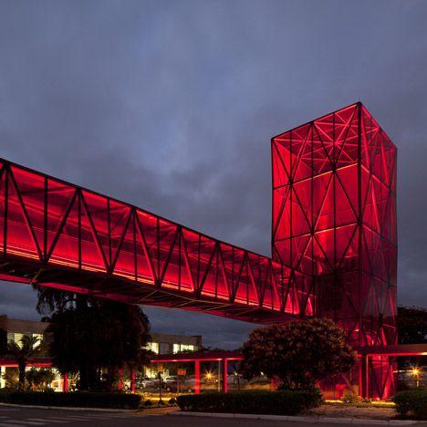 Arquitetura de Aço e Vidro em Fábrica da Nestlé por Metro Arquitetos