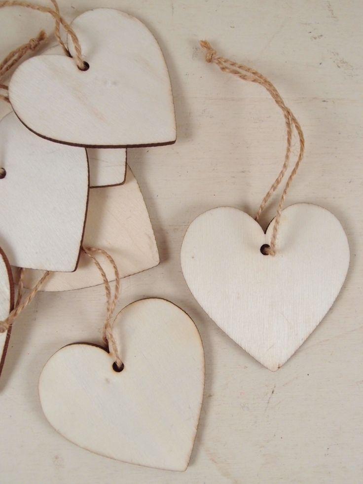 Cuoricini in legno per bomboniere o tag. Idee per shabby fai da te