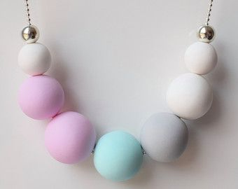 Rosa collana, collana dichiarazione di menta, palla collana, gioielli pastello, pastello Beaded collana, gioielli di fimo, gioielli bianco