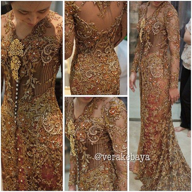"1,017 Likes, 26 Comments - Vera Anggraini (@verakebaya) on Instagram: ""...fitting #kebaya #pengantin #weddingdress #wedding #verakebaya ..."""