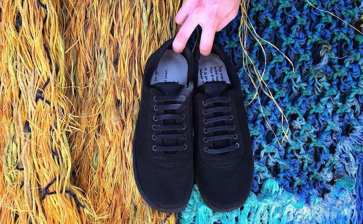 Elige el negro para un fin de semana colorido. Camina con nosotros. #SYOUandColombia #colorful #black #weekend #MadeinColombia #sneakers #WalkWithUs