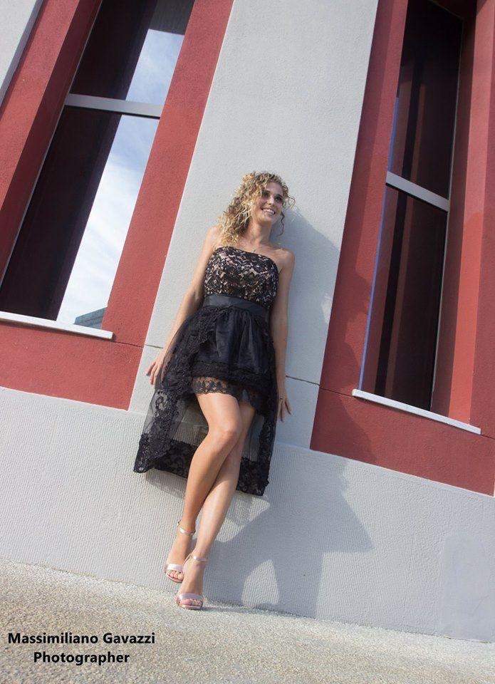reputable site 804a0 2e6dd Il vestito nero con pizzo e tulle Candy Look, è un abito da ...