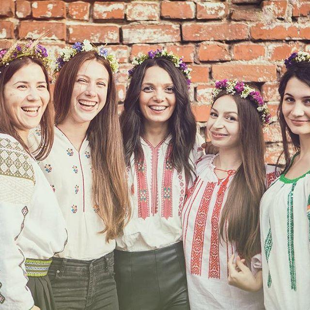 Lovely team ❤️ Fotografiat de @bogdanmihaimocanu  #sezatoareaurbana #lablouseroumaine