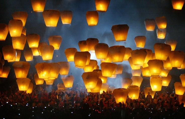 Flying lantern, Pingxi Taiwan, 2007 on Fotopedia