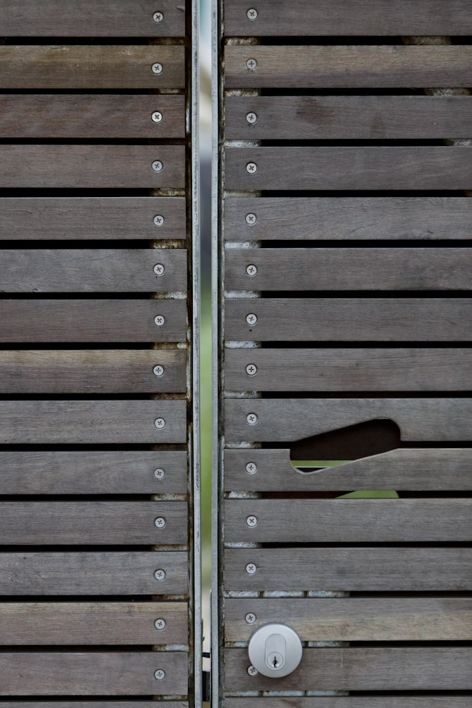 (c) Brett Boardman  Front Gate, Custom Handle, Timber, Detailing, Architecture, Sydney, Bondi Beach  http://www.samcrawfordarchitects.com.au/campbell-house-2/#
