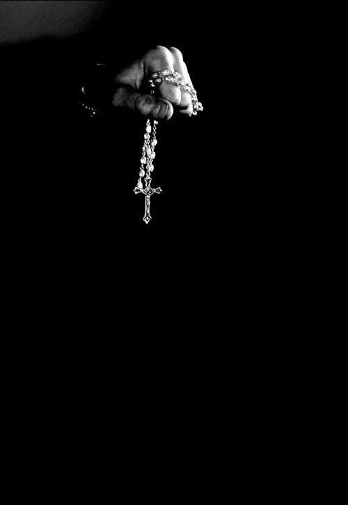 El rosario es un rezo tradicional católico que conmemora veinte «misterios» de la vida de Jesucristo y de la Virgen María, recitando después de cada uno de ellos un padrenuestro, diez avemarías y un gloria al Padre.