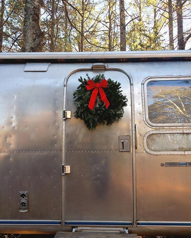 Best 25 airstream bambi ideas on pinterest airstream for Airstream christmas decoration