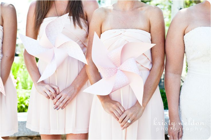 love this monochromatic look with wedding pinwheels