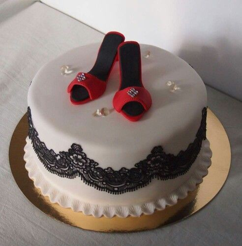 Fit for a lady: birthdaycake with high heel shoes, lace and diamonds