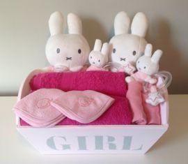 Voor de Tweelingen hebben wij mooie kraamcadeaus in de kleur Roze voor de Tweeling meisjes. De kleur Blauw voor de Tweeling jongens of Roze /Blauw voor een Tweeling meisje/ jongen.