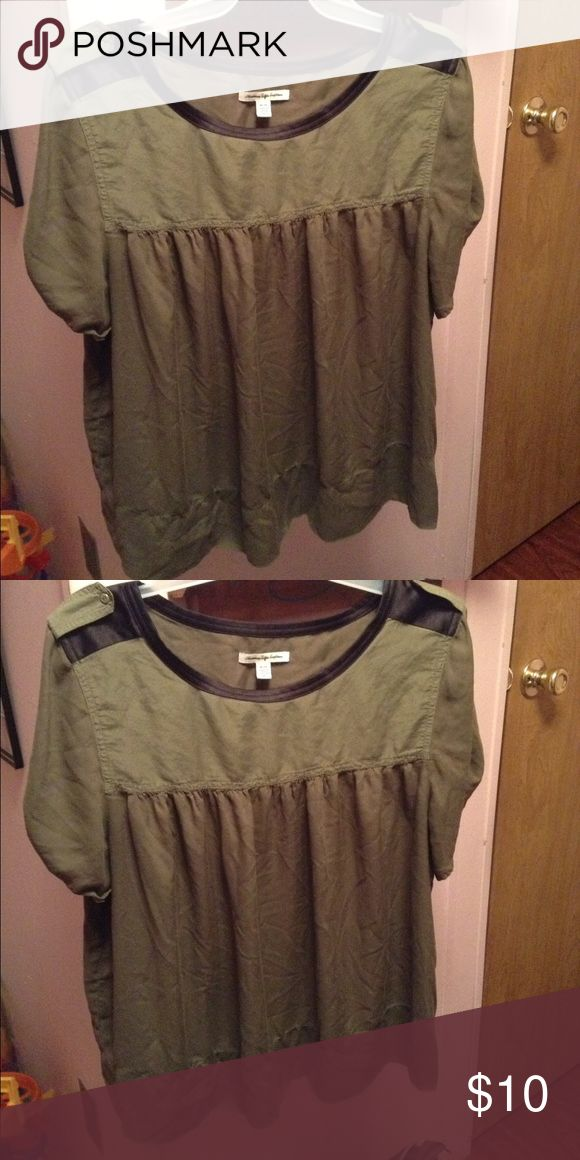 American Eagle shirt Has been worn but in good condition! Flowey & very cute with jeans. American Eagle Outfitters Tops Tees - Short Sleeve
