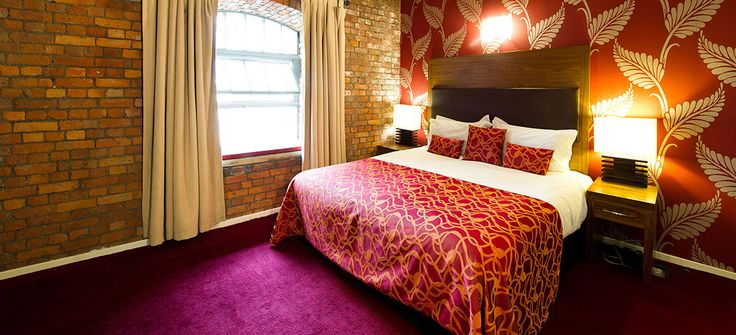 Luxury Apartment Hotels in Manchester City Centre @ The Place Aparthotel. Why is it so hard to find hotel rooms with 2 beds in England?!