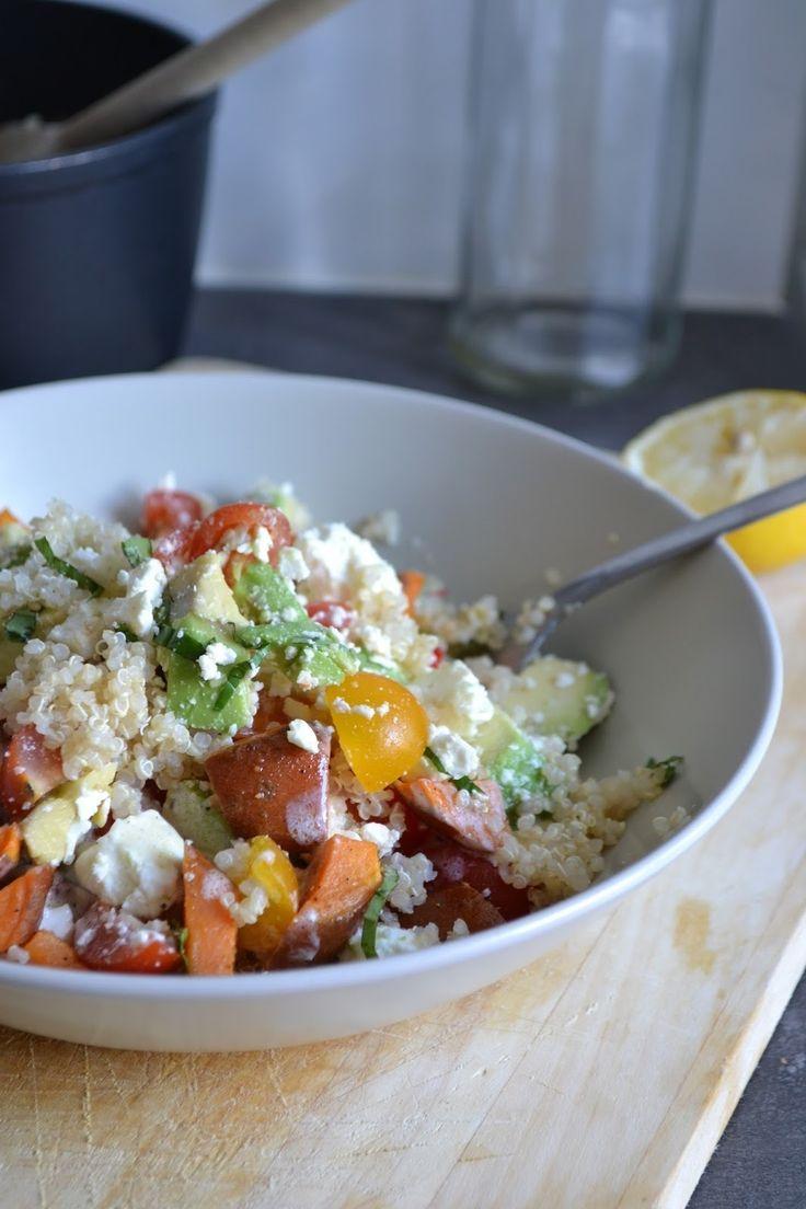Quinoa Salat mit Feta, Avocado und Süsskartoffel