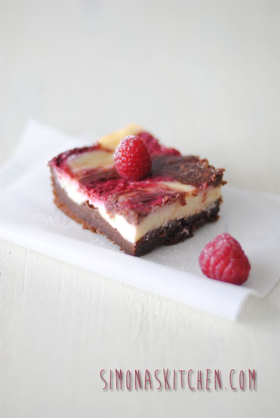 Simona'sKitchen: Brownies al Cioccolato Fondente, Lamponi e Formaggio Cremoso - Dark Chocolate & Raspberries Brownies with Creamy Cheese - Brownies au Chocolat Noire et Framboise avec du Fromage Crémeux