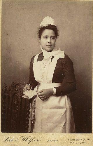 Enfermera en uniforme en 1892 (Alice Richardson)