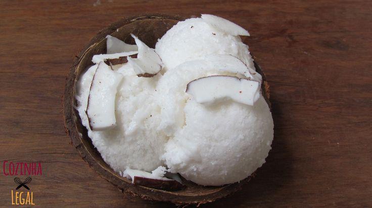 Sorvete caseiro de coco! Super simples de se fazer, essa receita é muito mais saudável que qualquer uma industrializada. E fica uma delícia   cozinhalegal.com.br