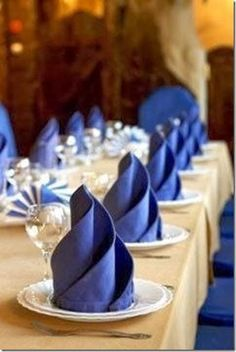 In and Out of the House: SWIRL NAPKIN FOLDING- 3 SWIRLS