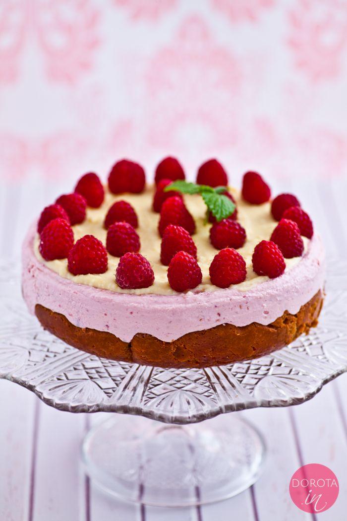 Sernik malinowy na zimno, na biszkopcie lub ciasteczkach, z polewą z białej czekolady <3   http://dorota.in/sernik-malinowy-na-zimno/  #food #przepis #kuchnia #ciasto #sernik #maliny