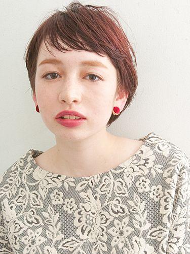 外国人風ヘアでデイリーシーンをモダンに彩る。おしゃれな髪型で魅了しよう|MERY [メリー]