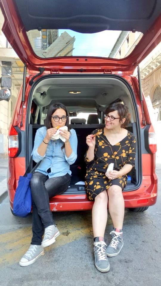 Noi, mangiando per il Ford street food tour! #tourneoexperience #fgdbari