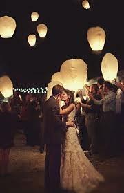 En fin de cérémonie laïque, on se laisse tenter par un beau lâcher de lanternes... So romantic!