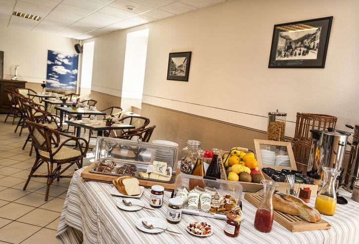 Un petit déjeuner à base de produits locaux à L'hôtel Les 2 Rives. Profitez d'un moment gourmand avant d'attaquer la journer. #bienmangerlozère #lozèreauthentique #hotellogisllozère #hotelles2rives