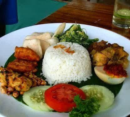 Resep Cara Membuat Nasi Rames Ayam Suwir Istimewa http://dapursaja.blogspot.com/2014/11/resep-cara-membuat-nasi-rames-ayam.html