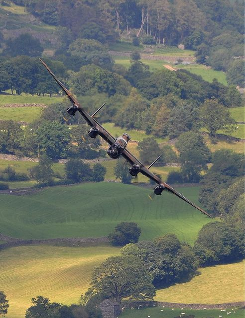 Lancaster bomber at Windermere Airshow 2011