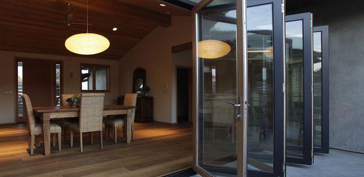 Baie vitrée coulissante / coulissante-empilable / en bois / en aluminium - lacantina Doors