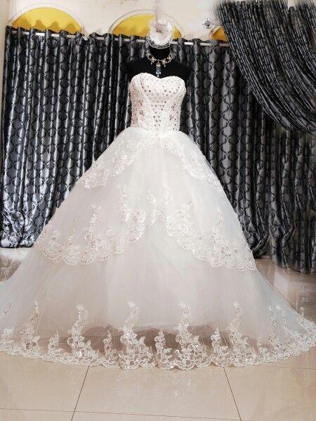Wedding gown ekor