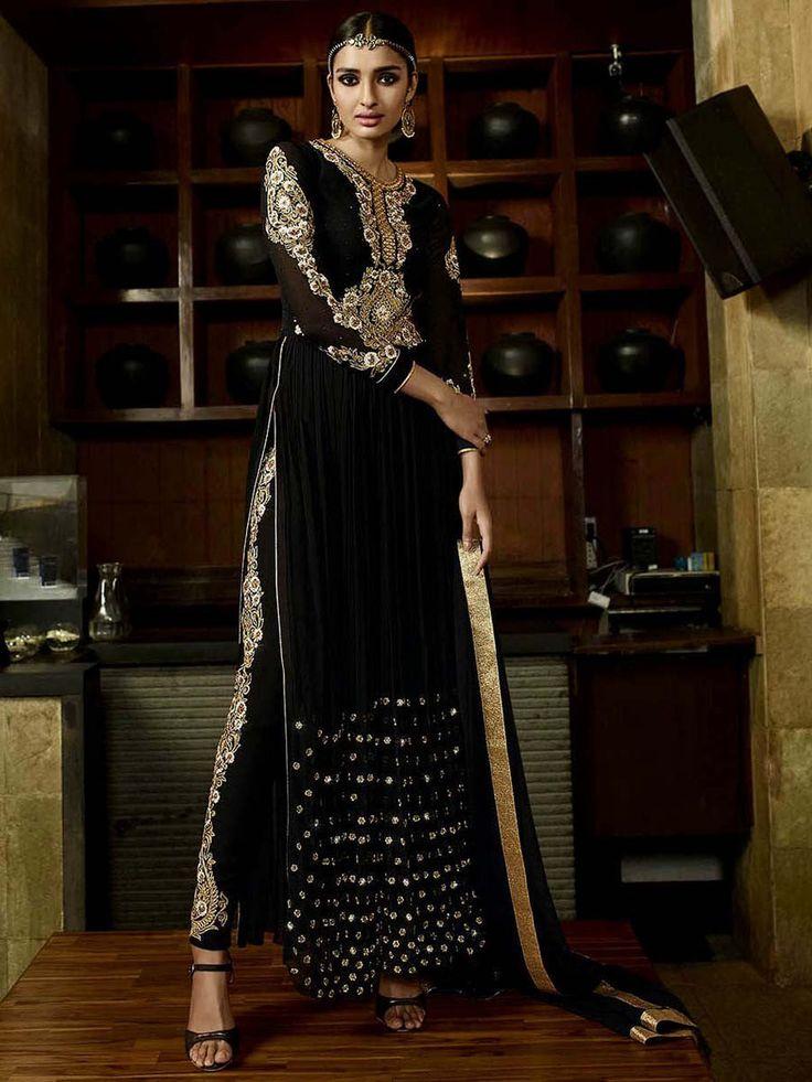 Чёрное длинное платье из шифона, с длинными рукавами, украшенное вышивкой скрученной шёлковой нитью с люрексом