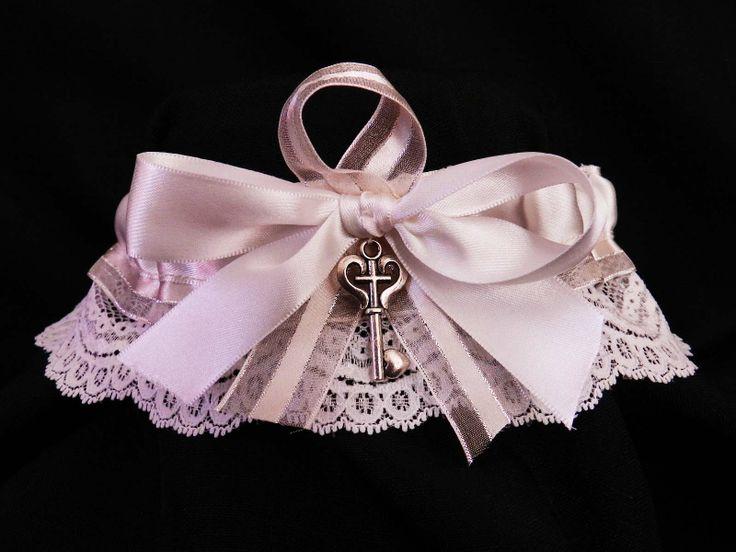 white lace key garter