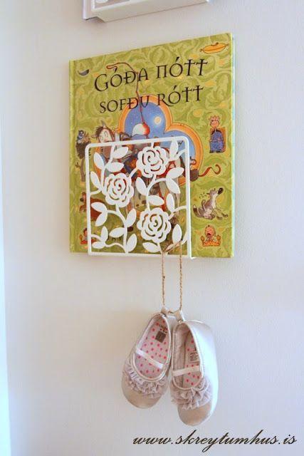 .: Bookshelves, Books Display, Books Holders, Napkins Holders, Books Shelves, Ikea Hacks, Ikea Hackers, Romantic Books, Girls Rooms