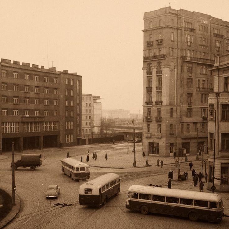 Plac Unii Lubelskiej w 1957 roku. Fot: Zbyszko Siemaszko. Zdjęcie jest własnością NAC.