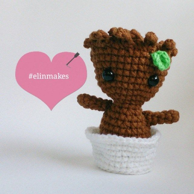 Can I have this as a keychain!?! Please oh please?! baby-groot-crochet