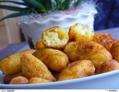 Bramborové šišky s kysaným zelím: Studené uvařené brambory ( nejlépe uvařené den předem) nastrouháme na jemném struhadle. Přidáme žloutek a překrájené, vymačkané zelí. Když je moc...