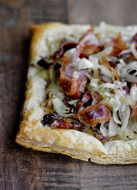 Italian Savory pastry with caramelized onions and crispy bacon recipe - Bacon and onion into a sheet suitable for every meal and every occasion. The sheets are a savory dish is very versatile and easy to prepare. They are perfect as finger food in a mini version, as an appetizer for a dinner party, or even as a main dish or main course accompanied by a salad and a platter of mixed cheeses.