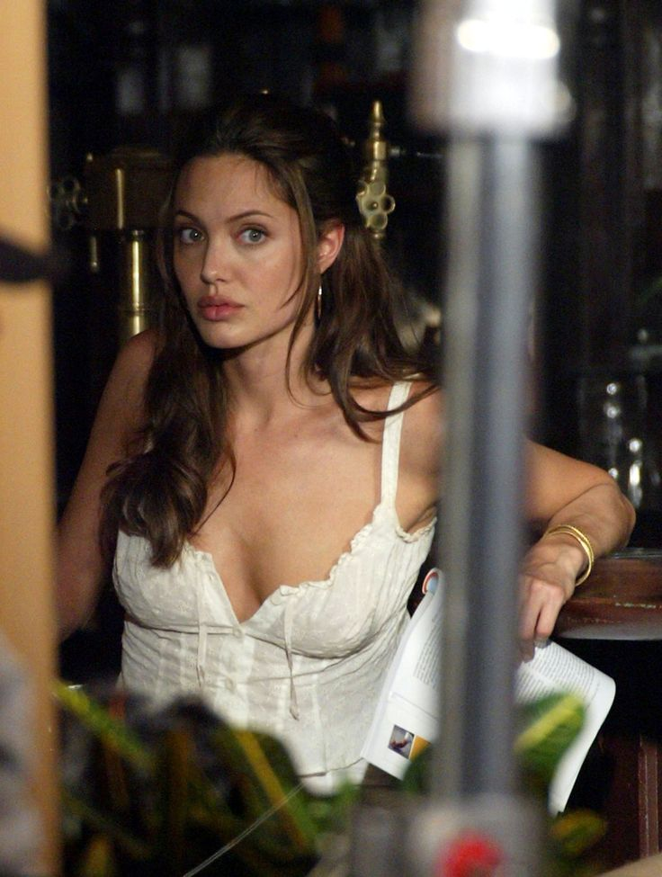 Angelina Jolie on the set of Mr and Mrs Smith