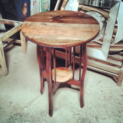 Mesa lateral madera coigue