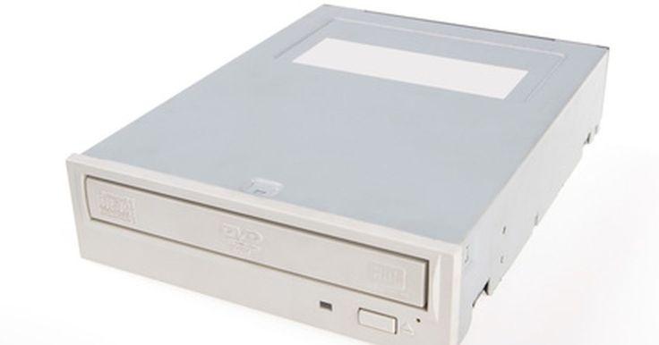 """¿Qué son los dispositivos de almacenamiento óptico?. Un dispositivo de almacenamiento óptico es una unidad electro-mecánica que puede guardar y recuperar (leer y escribir) la información en un medio de disco especial con una luz láser. Las unidades ópticas están diseñadas para trabajar con varios tipos de medios: CD (""""Compact Disc""""), DVD (disco versátil digital o disco de video digital) y los discos ..."""