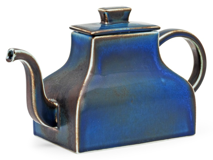 A Signe Persson-Melin stoneware teapot, Rörstrand. Height 15 cm, length 26 cm.. - A Large Private Collection of Swedish Ceramics (Jonason), Stockholm H033 – Bukowskis