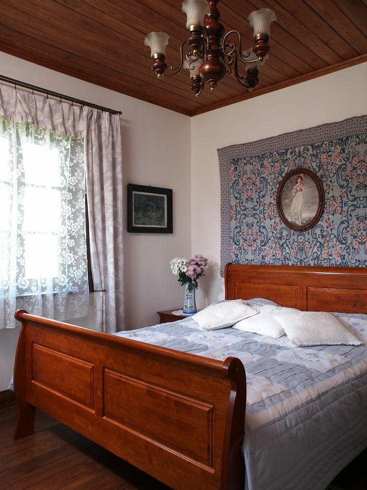 "Room number 1 in ""Swans"" - Riverside Manor."