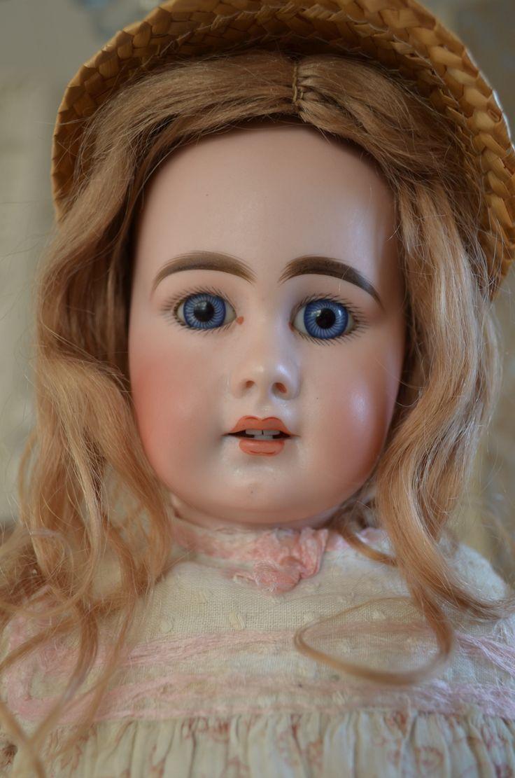 Simon and Halbig's 939 Lady doll 20' tall