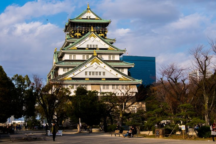Itinerary (3-days): Osaka, Nara, Himeiji  Bustling Osaka .. Looking for a place to checkout some ultra modern architecture, a landmark castle and plenty of food choices .. ?