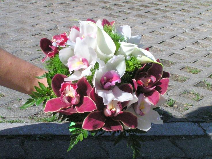 Orchidea kálával kombinálva menyasszonyi csokorban. Megtalálod a kálát?