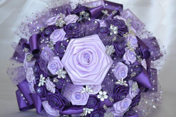Ramo boda púrpura y lavanda satinado con cristales por CasaAraiza